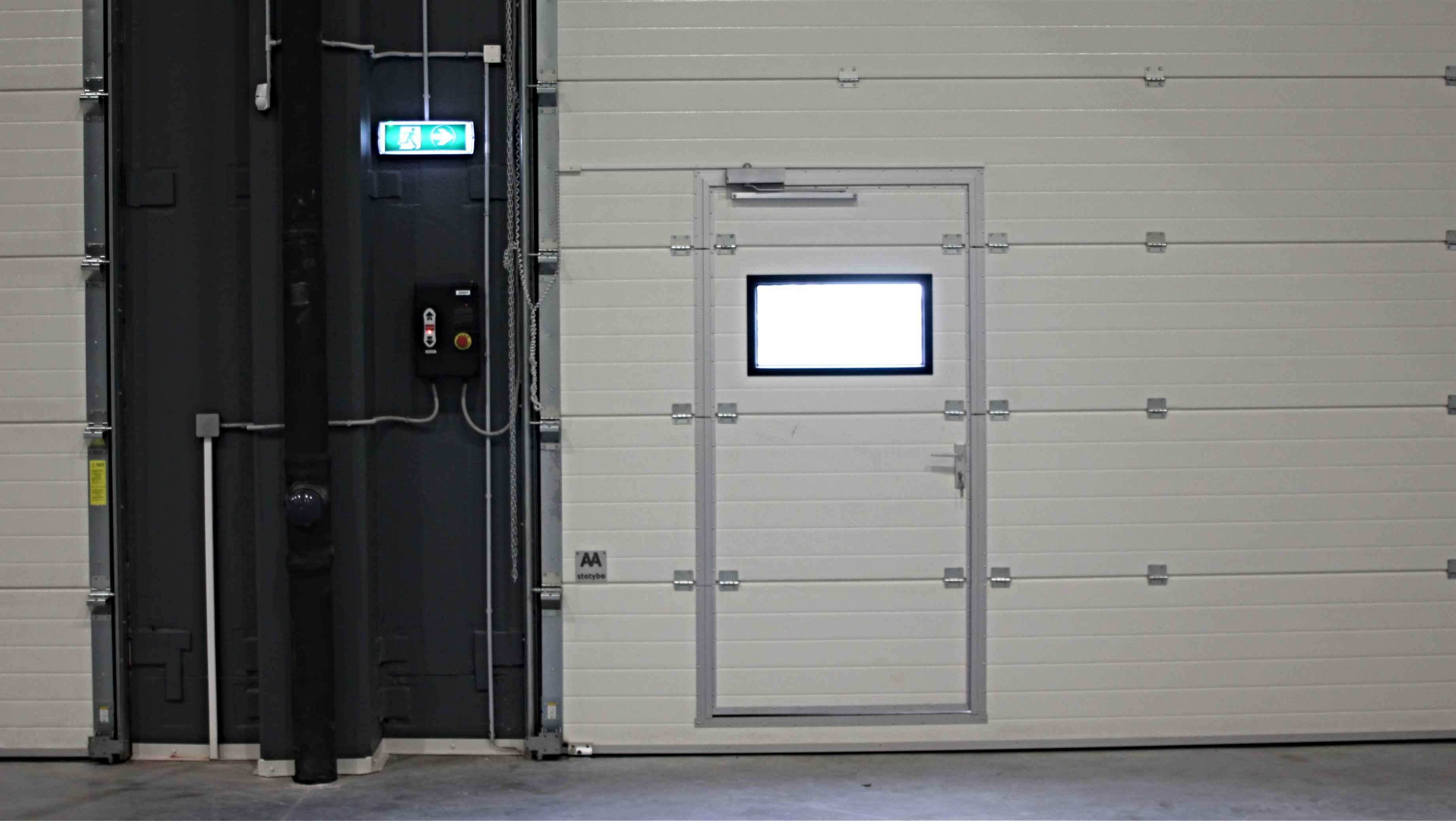 Durys garažo varuose